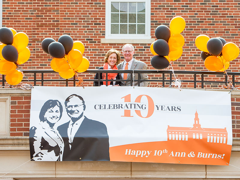 burns and ann hargis celebrate their tenth anniversary