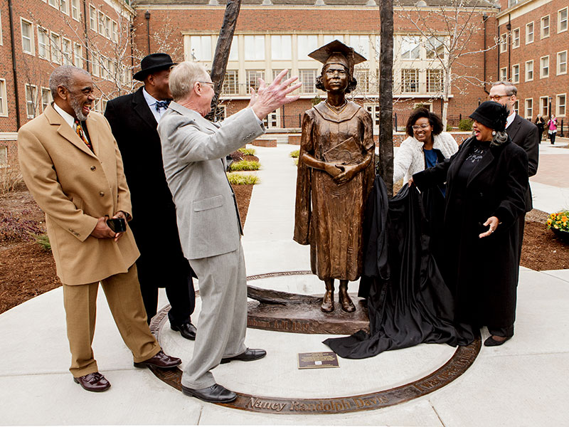 burns hargis and davis family unveil Nancy Randolph Davis statue