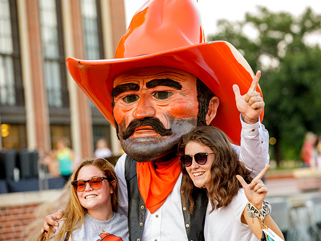 Students with the mascot, Pistol Pete.