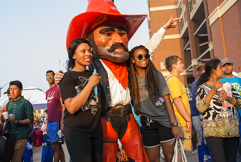 Students pose with Pistol Pete at Lights on Stillwater
