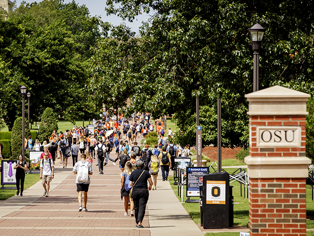 Studnets walking to class on the OSU Stillwater campus
