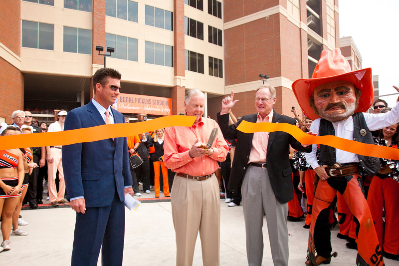 Boone cutting ribbon at Boone Pickens Stadium dedication day